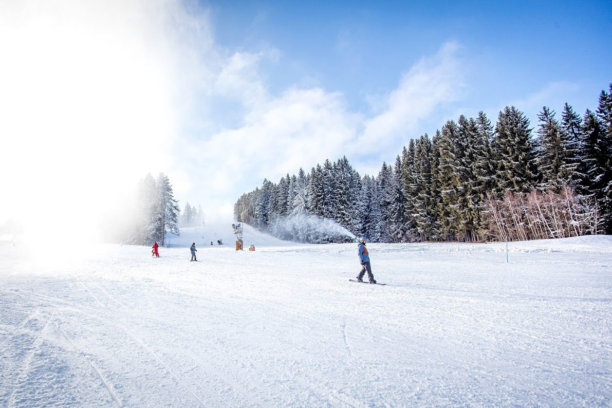 Skiareál Lipno – lyže, snowboardy i monoski