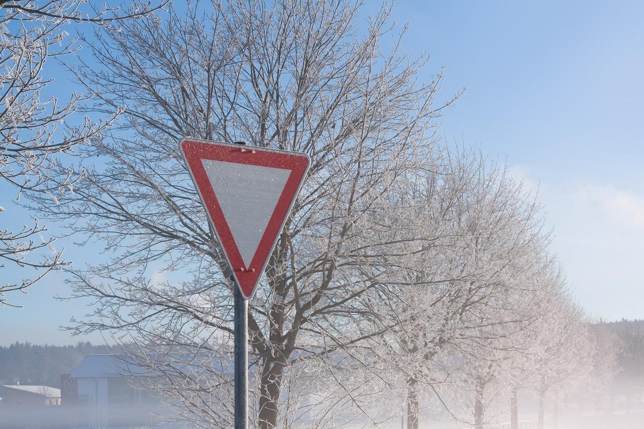 Počasí na horách dnes lyžování zrovna nepřeje: Silný vítr a dešťové přeháňky